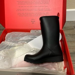 Hunter play boots